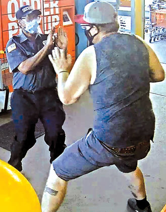 Shoplifter tussles with LP agent and uniform security during escape